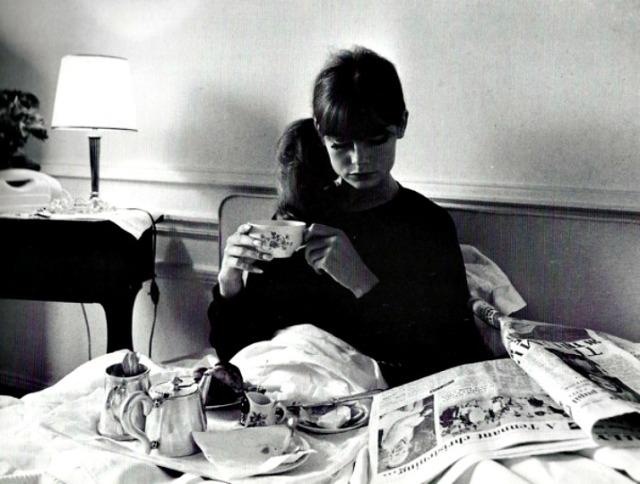 librocubicularist jean shrimpton reading in bed via Lawhimsy