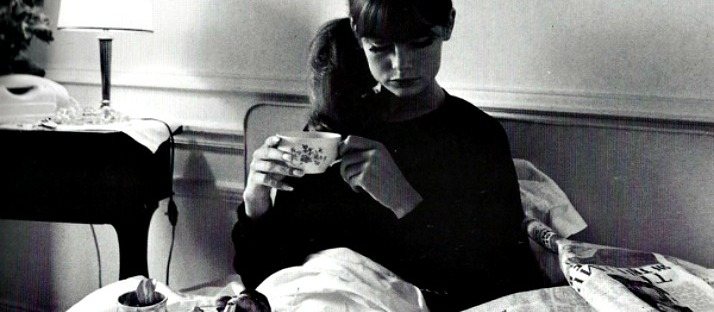 librocubicularist jean shrimpton reading in bed via Lawhimsy