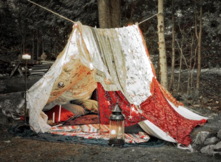 latibule blanket fort via lawhimsy