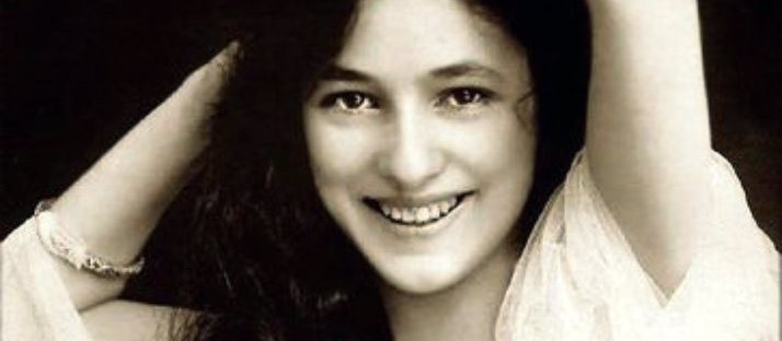 Evelyn Nesbit with a rhapsodic grin via LaWhimsy