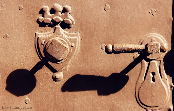 umbra shadows from doorhandles via LaWhimsy